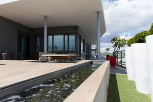 Bathroom Renovations Perth - Renovation Company - VIP Bathrooms - Contemporary Water Feature