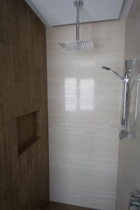 Bathroom Renovations Perth - Renovation Company - VIP Bathrooms - Modern Bathroom Recess Tiling