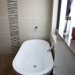 Small Bathroom Renovations Perth - Renovation Company - VIP Bathrooms - Bath Tub